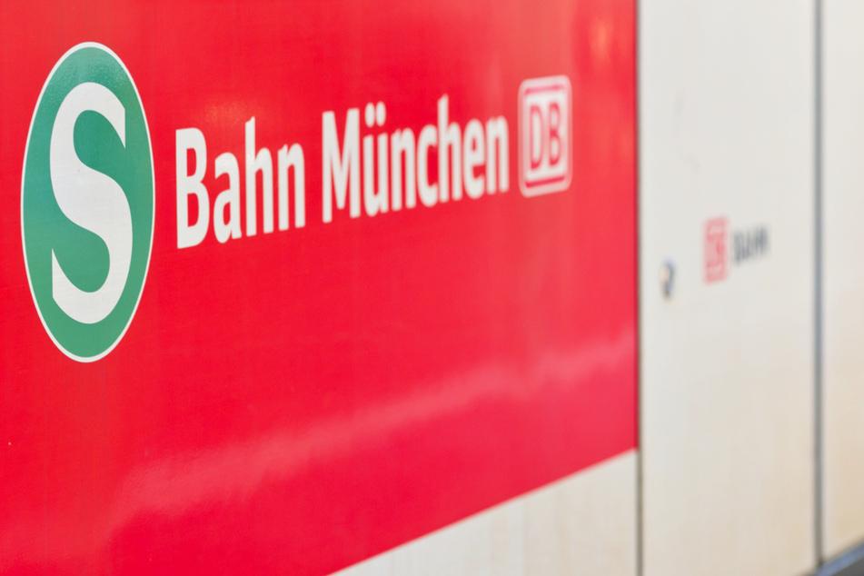 Polizist kniete an S-Bahn-Station auf Mann: Prozess in München