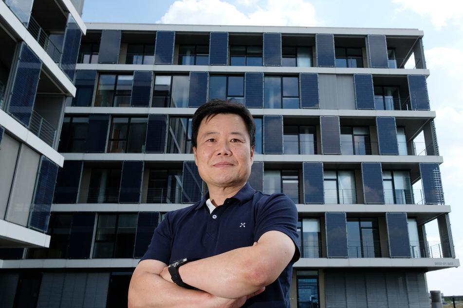 Geschäftsführer Ji-Weon Jeong von Hanwha Q Cells im Unternehmen.