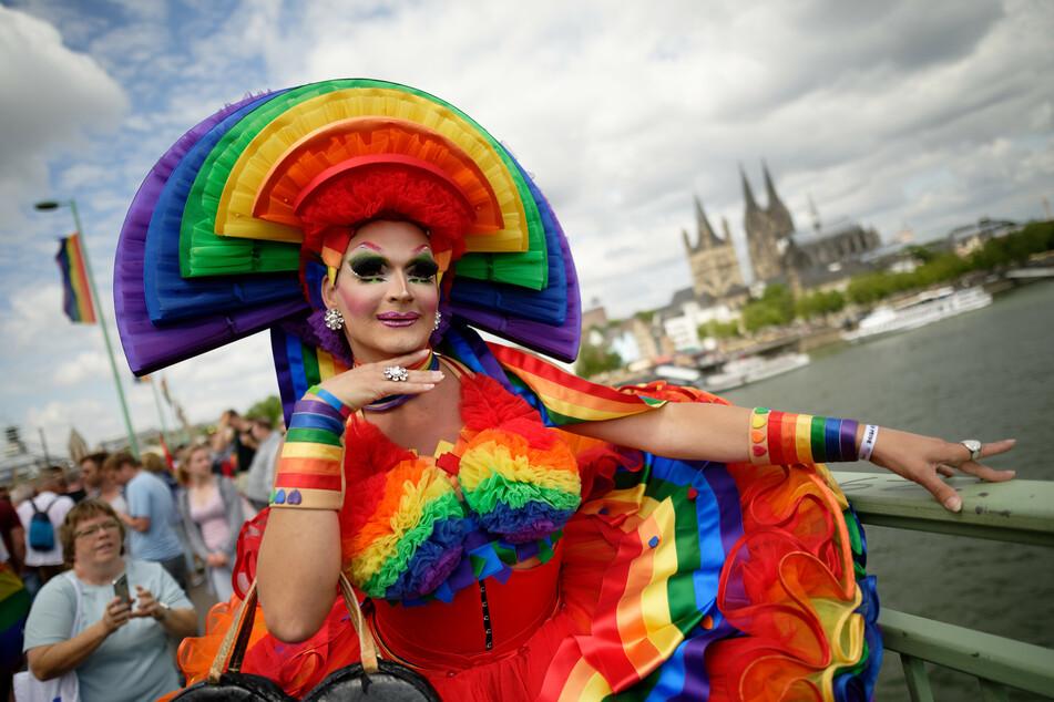 Beim Christopher Street Day (CSD) in Köln wird es bunt.