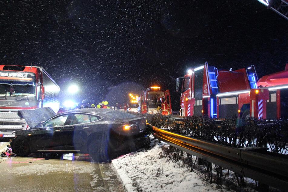 Im Landkreis Kelheim krachte es zwischen mehreren Autos und Lkw. Zum Glück ohne schlimmere Verletzungen.