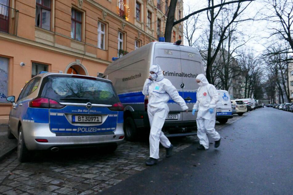 Seniorin tot in Neuköllner Wohnung entdeckt: Polizei nimmt Ehemann fest