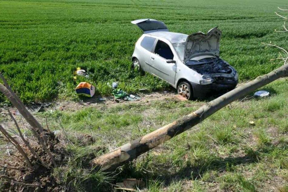 Auf der S43 ist es am Mittwochmorgen zu einem heftigen Unfall gekommen. Ein Auto war gegen einen Baum gekracht und soll sich daraufhin überschlagen haben.