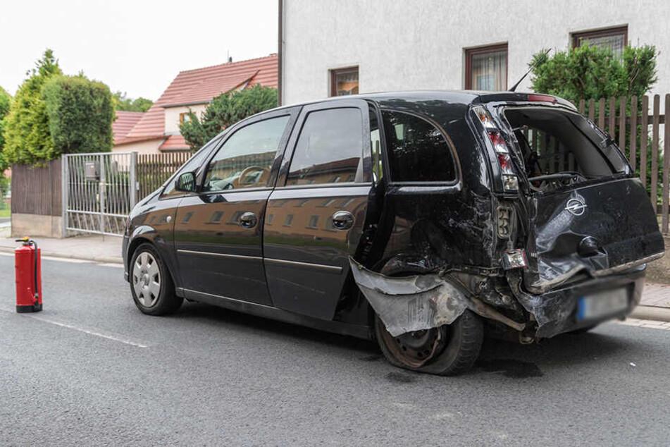 Die Fahrerin des Opel wurde bei dem Unfall verletzt.