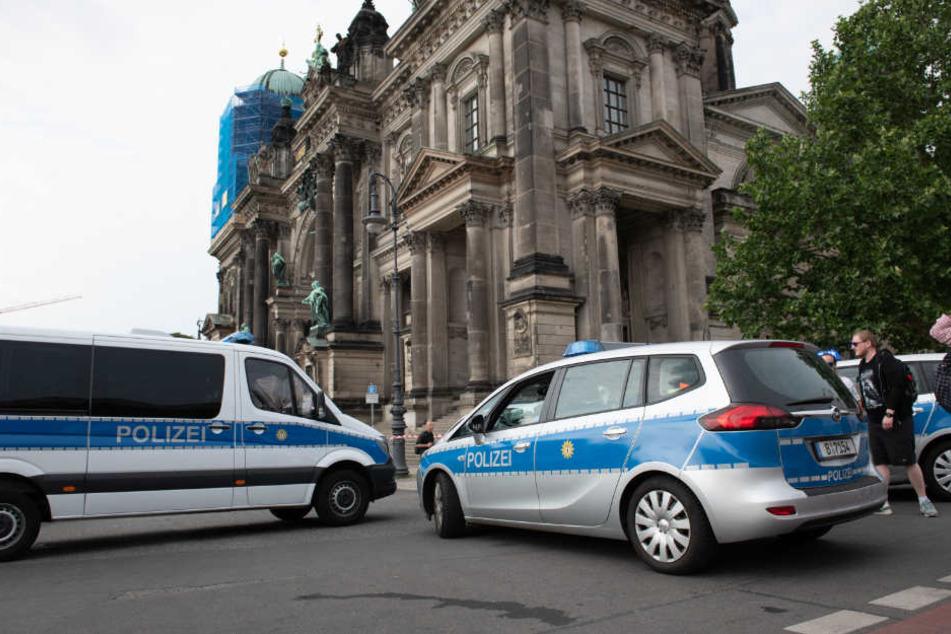 Schüsse im Berliner Dom: Warum dreht ein Mann plötzlich durch und zieht das Messer?