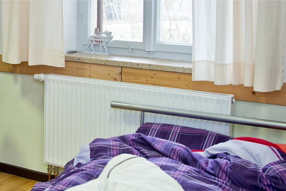 Ein kleines Zimmer im Gemeindehaus bot den Flüchtlingen Schutz (Symbolbild).