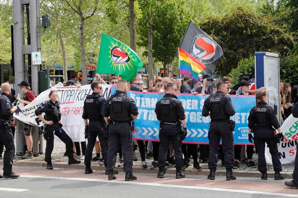 Der Gegenprotest fand am Stadthallenpark in Hör- und Sichtweite zur Kundgebung am Marx-Monument statt.
