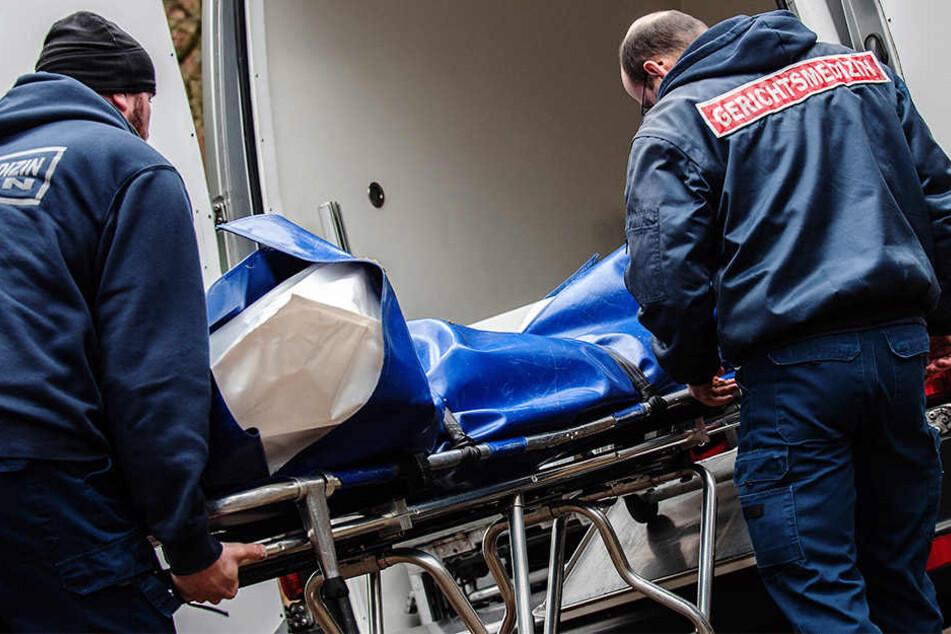 Nach der Obduktion stand fest: Die 80-Jährige starb durch Gewalteinwirkung. (Symbolbild)