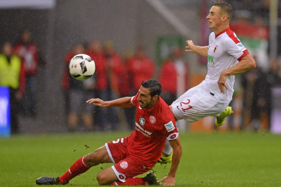 Beim stand von 1:3 kommt der Mainzer José Rodriguez in der 93. Minute angeflogen und grätscht den Augsburger Dominik Kohr brutal um. Der bekam noch in der Kabine Morphium.