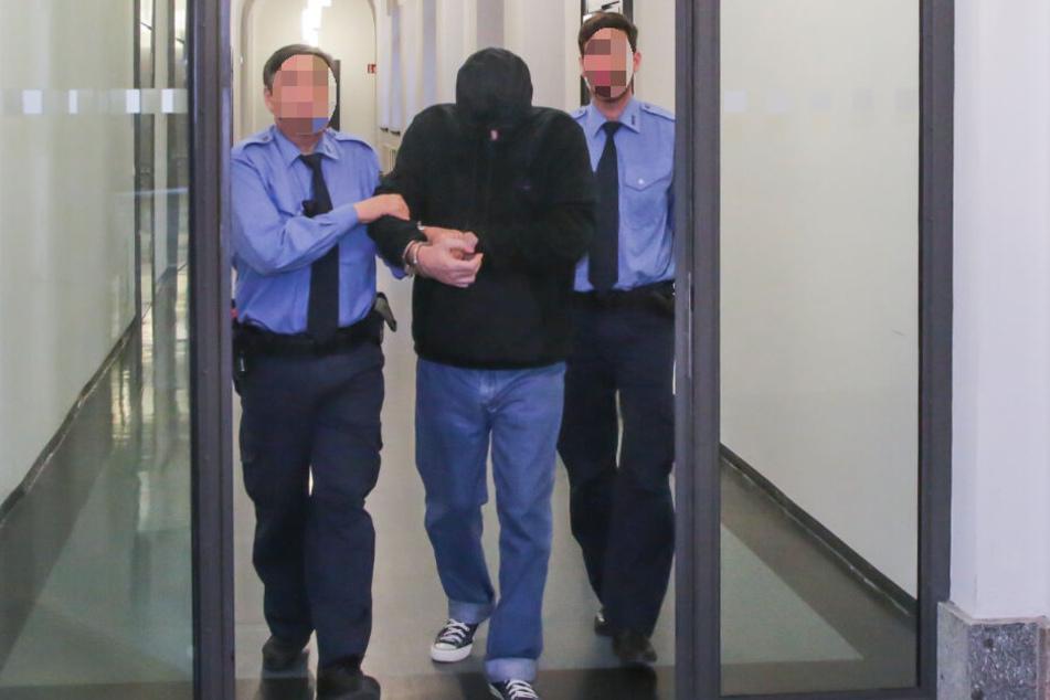 Laurent F. (55) muss sich am Landgericht für den mutmaßlichen Mord an den eigenen Kindern verantworten.