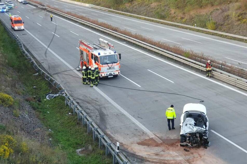 Fahrer aus Auto geschleudert! Cabrio verunglückt auf der A14