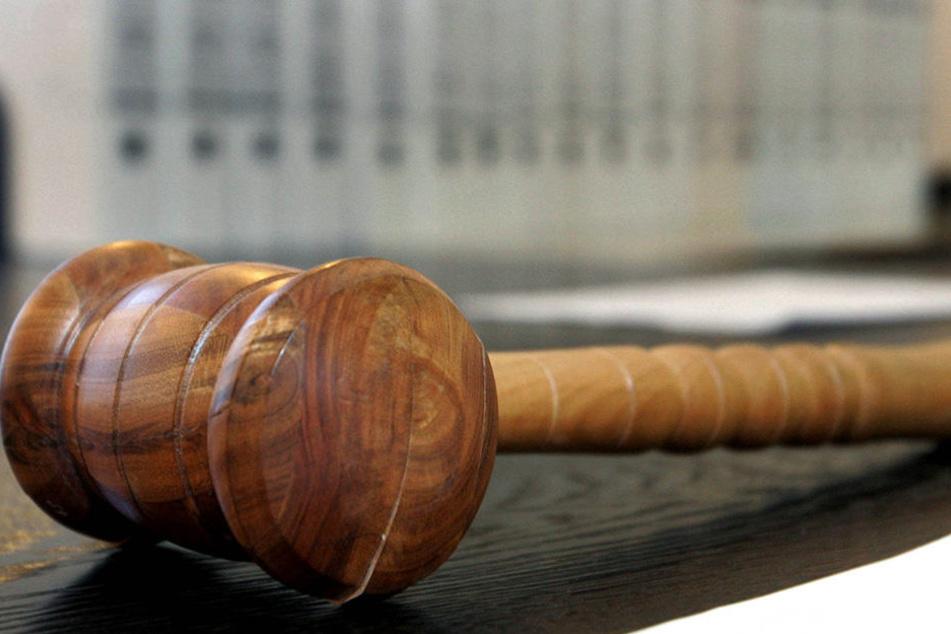 Am Donnerstag wurde der Familienvater zu acht Jahren und sechs Monaten verurteilt (Symbolbild).