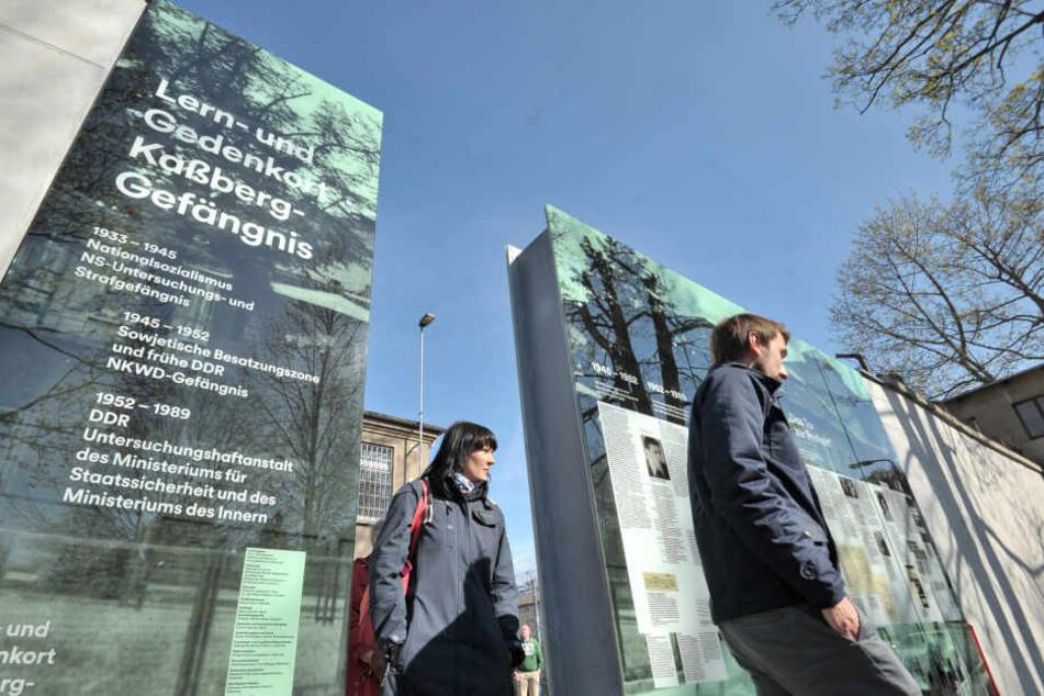 Das gläserne Denkmal zeigt die Geschichte des Stasi-Knastes von der Nazi-Zeit bis zum Ende der SED-Diktatur.