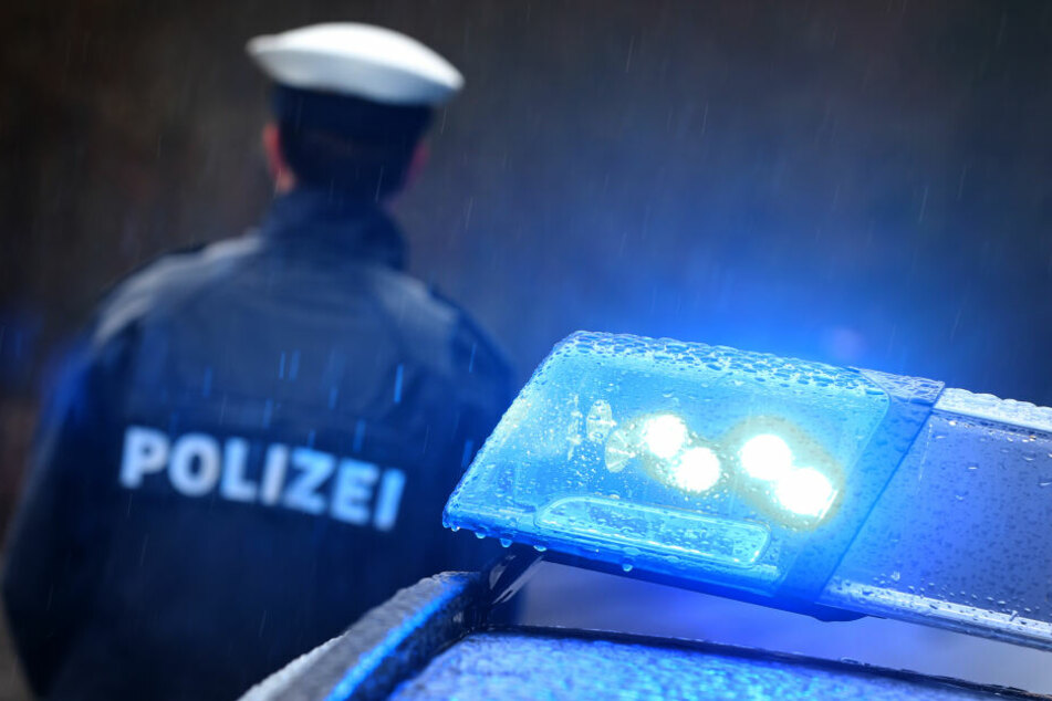 Mit ihrem VW Golf hat eine 62-Jährige im Leipziger Südosten mehrere Unfälle verursacht (Symbolbild).