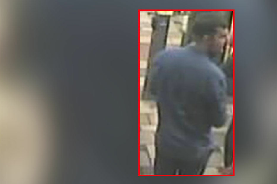 Die Polizei sucht mit diesem Bild nach dem möglichen Täter.