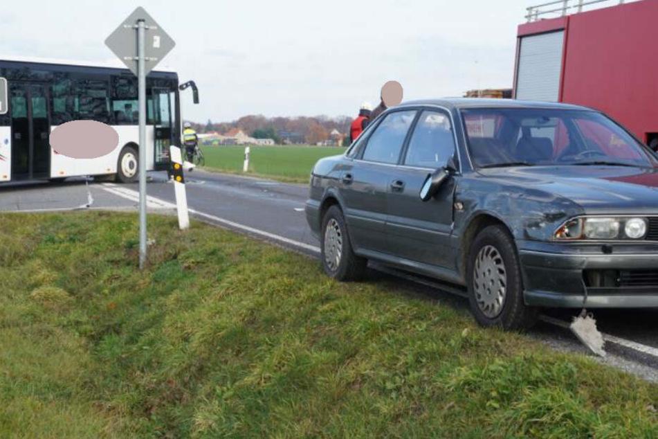Die beiden Fahrzeuge stießen am Abzweig nach Droben zusammen.