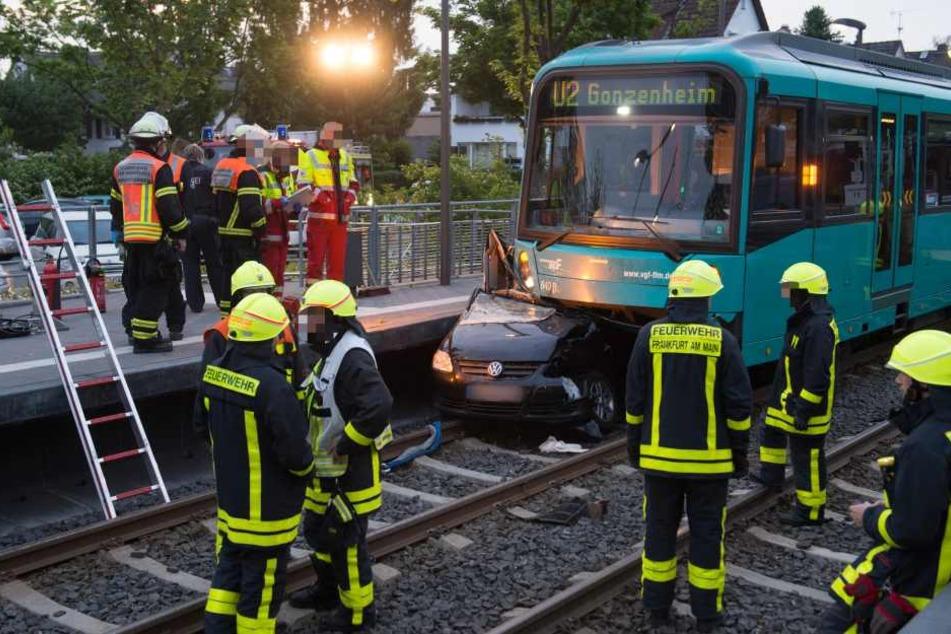U-Bahn zerquetscht Auto: War der Fahrer zu schnell unterwegs?