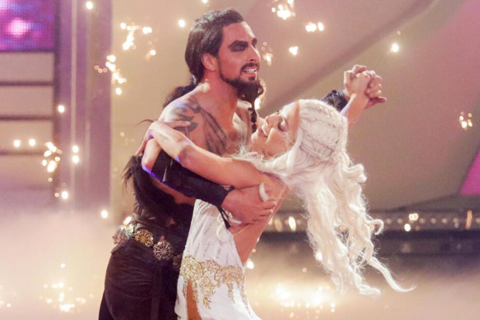 """Benjamin Piwko, Schauspieler, und Isabel Edvardsson, Profitänzerin, tanzen in der RTL-Tanzshow """"Let's Dance"""" im Coloneum."""