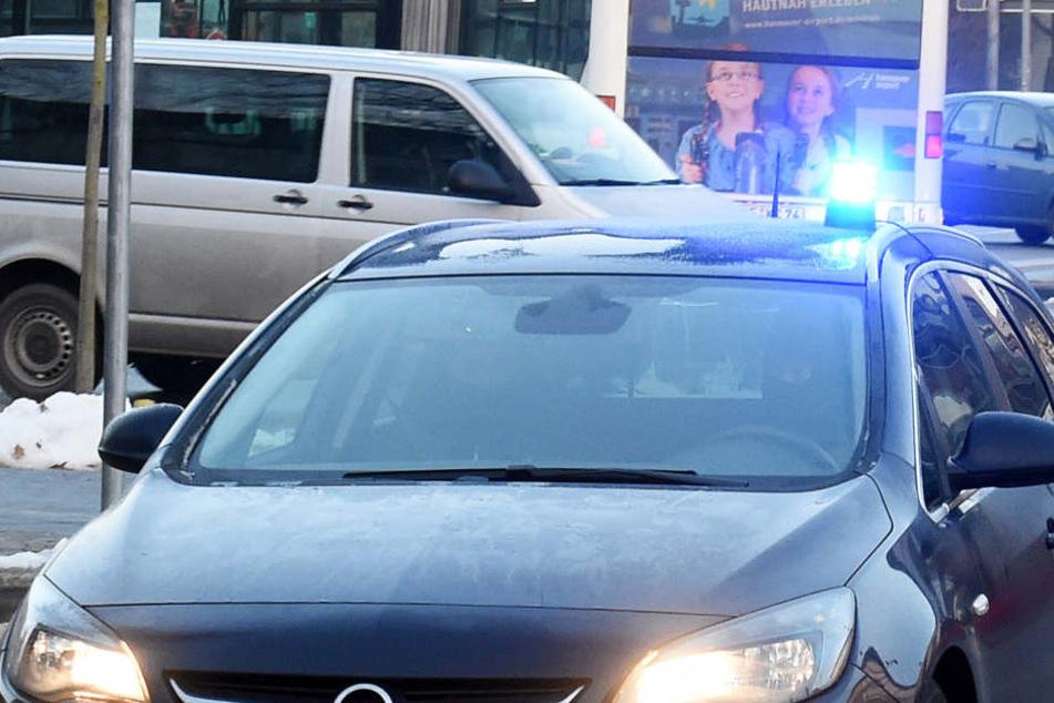 Rasant war die Frau mit ihrem Blaulicht unterwegs. (Symbolbild)