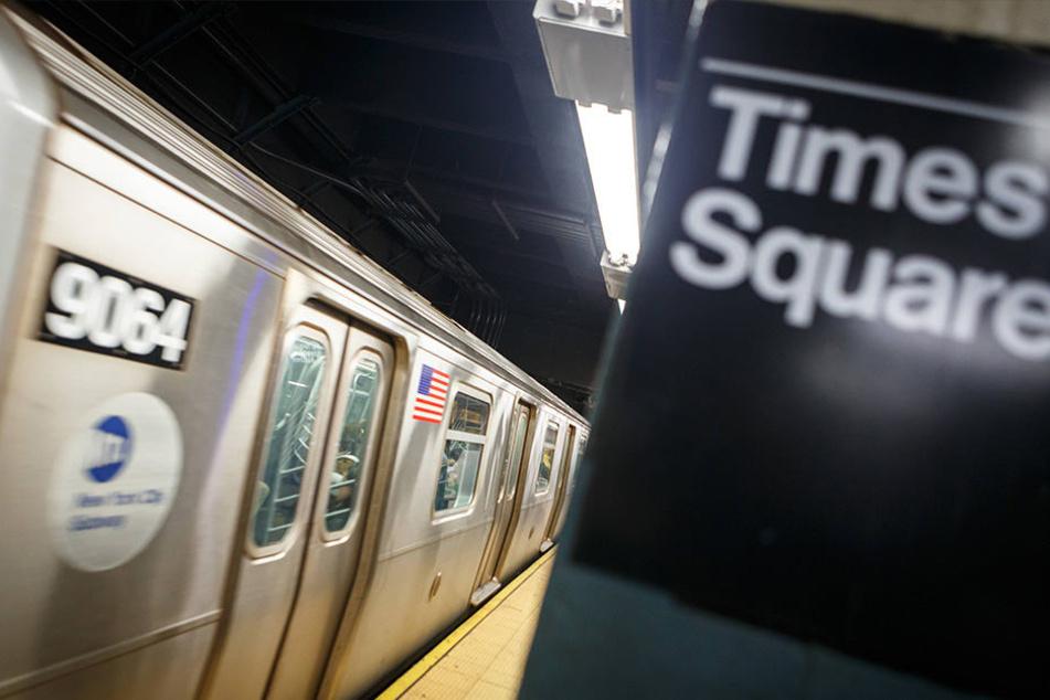In New York wurde eine Frau vor die U-Bahn gestoßen.