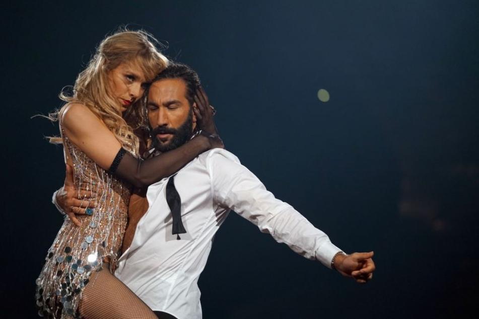 Julia Dietze und Massimo Sinató bei ihrem ersten Cha-Cha-Cha-Tanz.
