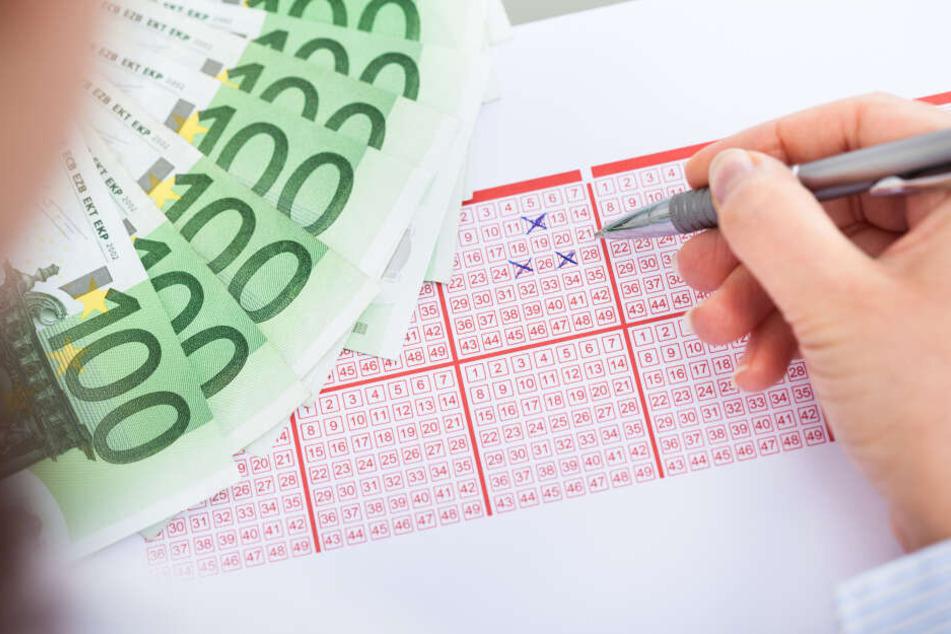 Der Glückspilz hatte alle Zahlen richtig getippt. (Symbolbild)