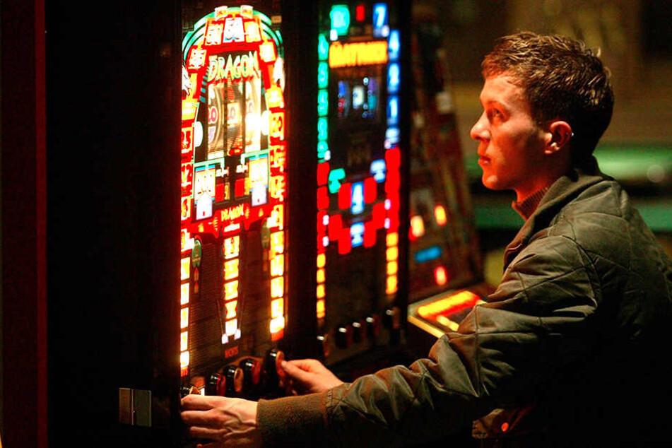 Vielleicht klappts in der nächsten Runde? Glücksspiel kann süchtig, krank und arm machen.