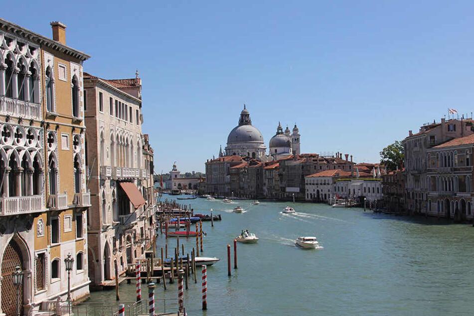 Der Mann und die Frau könnten in einem Kanal bei Venedig abgetrieben sein.