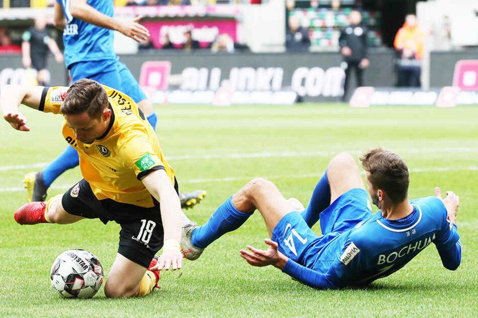 Im Rückspiel der Vorsaison gab es am 3. März ein 2:2 zwischen Dresden und Bochum, hier kämpfen Jannik Müller (l.) und Tom Weilandt um die Kugel. Es war Cristians Fiels erstes Spiel als Cheftrainer.