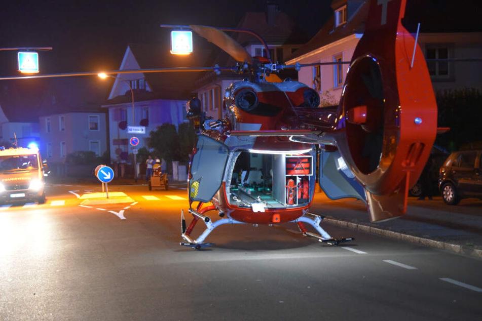 Insgesamt zwei Rettungshubschrauber waren im Einsatz und flogen den lebensgefährlich verletzten Fahrer, sowie einen schwer verletzten Insassen in Krankenhäuser.