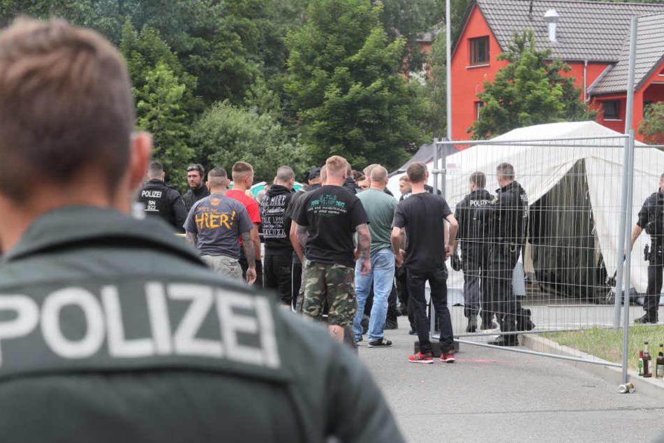 """Hitlergruß und """"Sieg Heil"""": Rund 90 Straftaten bei Nazi-Konzert"""