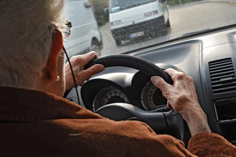 Der Senior hatte zwei Unfälle verursacht. (Symbolbild)