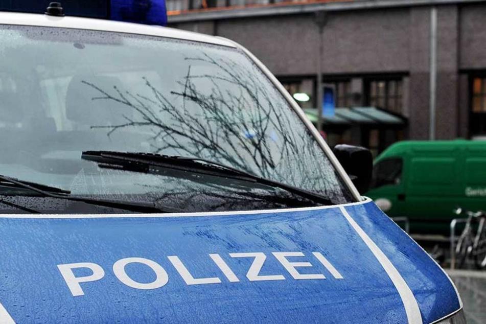 Die Polizei sucht jetzt nach dem mutmaßlichen Angreifer (Symbolbild).