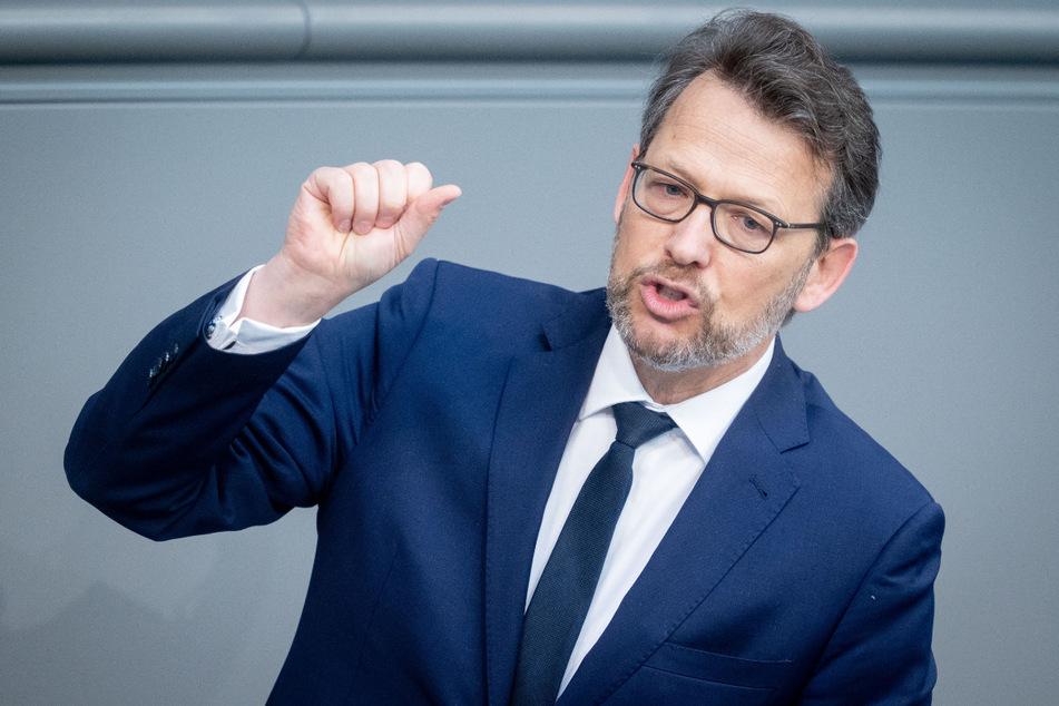 """Der FDP-Haushaltspolitiker Otto Fricke (55) sagte dazu: """"Falls die Bundesregierung mehr über den Verlauf der Pandemie und weitere Lockdowns weiß, als bislang bekannt ist, muss sie die Bürger noch vor der Bundestagswahl darüber informieren."""""""
