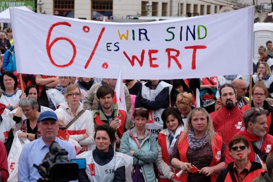 Die Gewerkschaften fordern für die Beschäftigten der Länder sechs Prozent mehr Geld. (Archivbild)