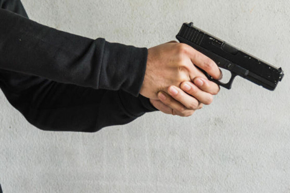 Der bewaffnete Mann nahm eine Geisel in einem Briefverteilzentrum. (Symbolbild)