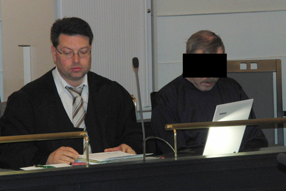 Helmut S. (61, r.), der Angeklagte im Prozess um den Mord an Heike Wunderlich,  geriet oft mit dem Gesetz in Konflikt.