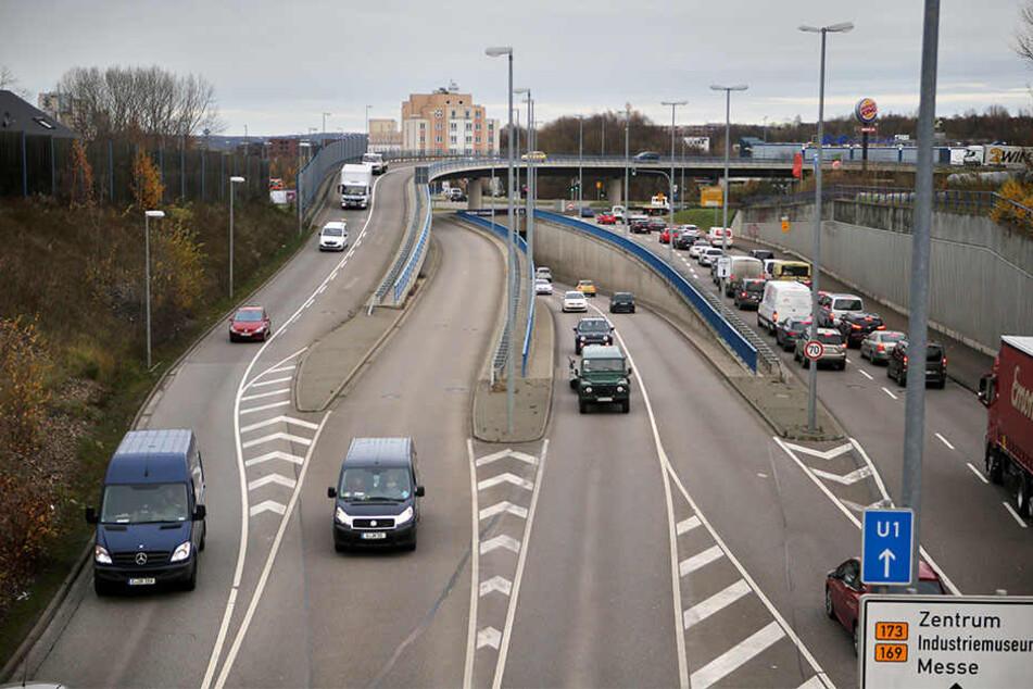Auf der Neefestraße vereinen sich Spuren aus drei Richtungen. Wird der Überflieger zweispurig, brauchen die Einfädler mehr Platz.