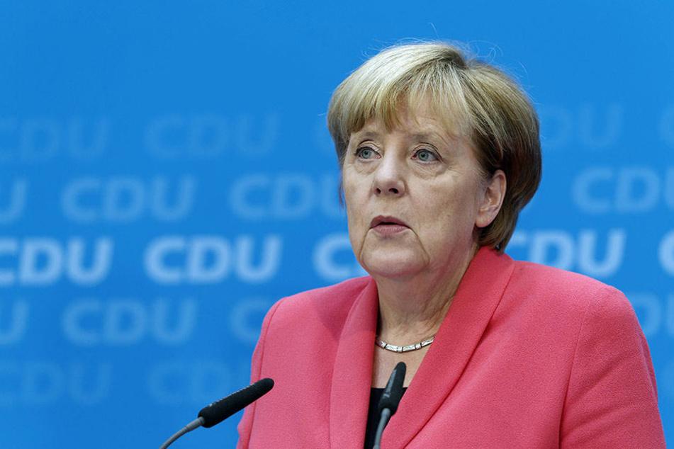 """Angela Merkel hat für Reil zwar """"Eier"""" bei der Flüchtlingskrise jedoch ins Klo gegriffen."""