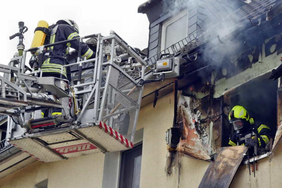 Das Gebäude ist durch das Feuer unbewohnbar.
