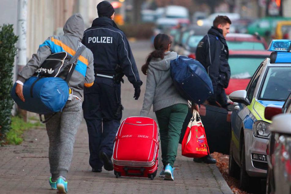 Immer mehr abgelehnte Asylbewerber warten nicht mehr auf die Zwangsabschiebung.