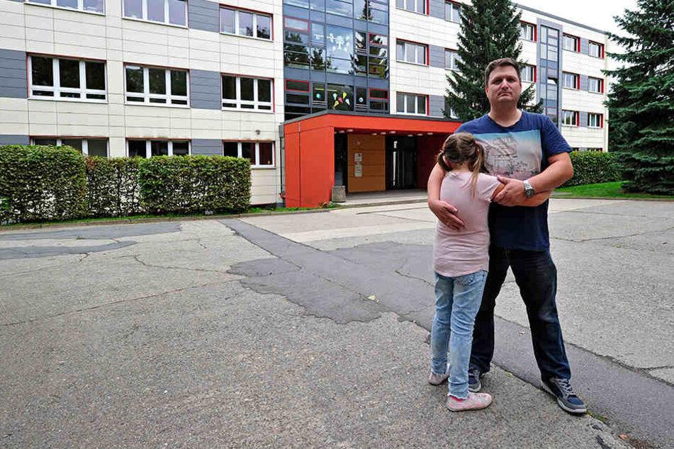 Eltern und Lehrer in Angst: Messer-Kontrolle in Chemnitzer Grundschule!