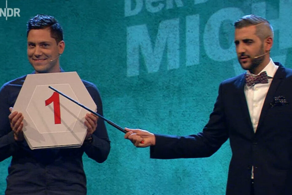 """""""Die Show hat mit Abstand den attraktivsten Assistenten - David Friedrich"""", meint Gastgeber Michel Abdollahi."""