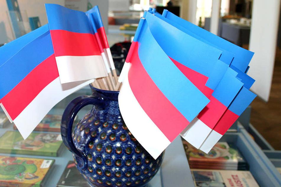 Die sorbische Farben - ab heute erstmals überhaupt in einem eigenen Parlament der Minderheit.