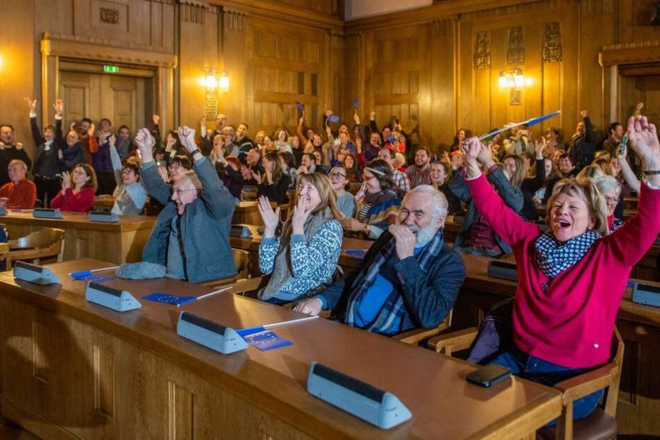 Jubel im Rathaus: Chemnitz hat es in die nächste Runde um den Titel der Europäischen Kulturhauptstadt 2025 geschafft.