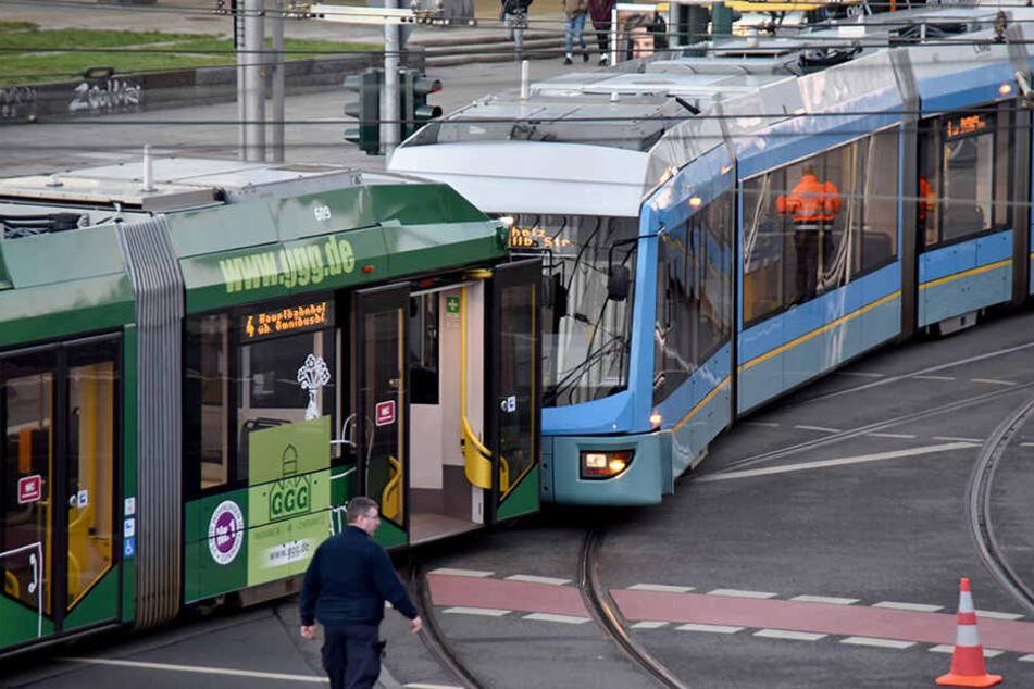 Zwei Straßenbahnen stießen mitten in Chemnitz zusammen.