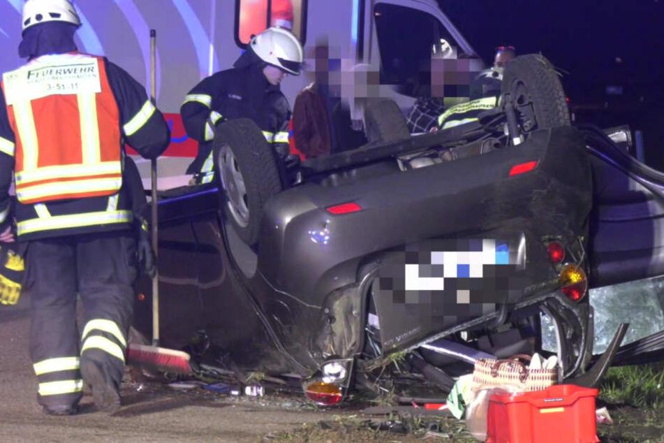 Heftiger Crash auf der A3: Chevrolet überschlägt sich, vier Menschen verletzt