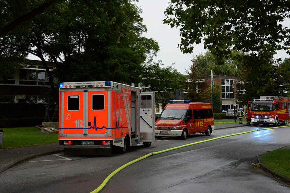 Die Feuerwehr rückte mit etwa 60 Einsatzkräften an.