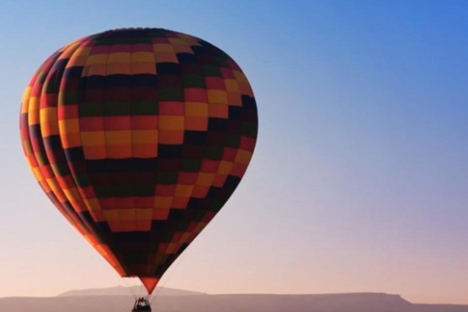 Romantisch und sanft über die Landschaft fahren: Mit einer Ballonfahrt wird das möglich.
