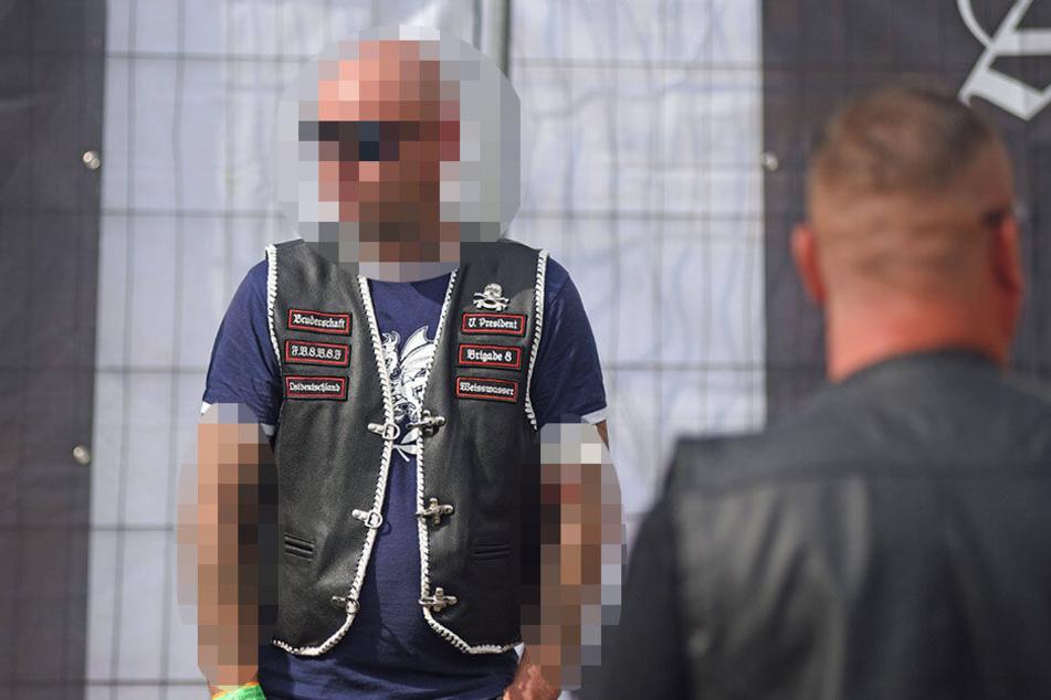 """Im Juni ging der der Vize-Präsident der """"Brigae 8"""" im """"Combat 18""""-T-Shirt zum Rechtsrock-Festival in Ostritz."""