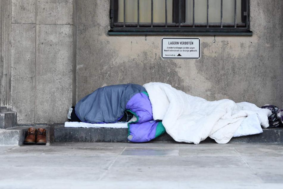 Die Zahl der Obdachlosen in bayerischen Großstädten nimmt stark zu.